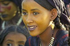 Africa | Beautiful Tuareg woman.  Niger | © Steve Bushell