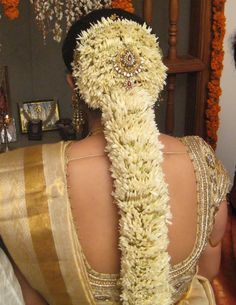 Jasmine rolled so thick and nicely. South Indian Wedding Hairstyles, South Indian Bride Hairstyle, Summer Wedding Hairstyles, Wedding Hairstyles Half Up Half Down, Indian Hairstyles, Bride Hairstyles, Bridal Braids, Indian Bridal Makeup, Mehndi Designs For Hands
