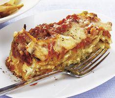 En supergod, enkel lasagne med paprika och svamp. Varva lasagneplattorna med keso och en grönsaksröra av tomatbas, paprika och champinjoner. Toppa med lagrad riven ost och servera gärna tillsammans med en trevlig sallad.