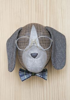 The company that makes these amazing animal heads is based in Barcelona and is aptly named Softheads . Taxidermy Dog, Crochet Taxidermy, Animal Head Decor, Animal Heads, Sewing Crafts, Sewing Projects, Creative Textiles, Art Textile, Doll Head