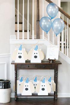 2nd Birthday Cake Boy, Dog First Birthday, Puppy Birthday Parties, Gold Birthday Party, Puppy Party, Animal Birthday, Birthday Party Themes, Frozen Birthday, John Davis