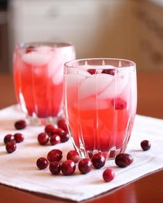 Cranberry Vodka Spritzer | 21 Pretty Pink And Red Drinks For Valentines Day