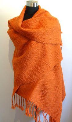 Syys- shaali tilaustyönä / Autumn- shawl, custom-made - Kudottuote Titta