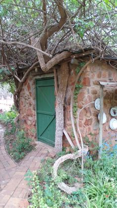 Garden shed Planting Seeds, Planting Flowers, Sheds, Bird Houses, Gardens, In This Moment, Plants, Shed Houses, Garden Huts