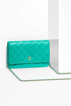 Wallet on chain, lambskin & gold-tone metal-turquoise - CHANEL