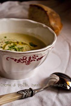 Crema di pollo zucchine e mandorle