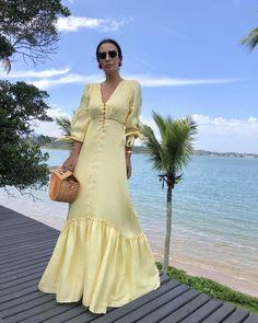 light yellow v neck long prom dress - Cute Outfits Look Fashion, Hijab Fashion, Fashion Dresses, Fashion Design, Cute Dresses, Casual Dresses, Prom Dresses, Summer Dresses, Dress Skirt