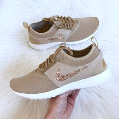 Tennis Shoes Outfit, Nike Shoes Outfits, Shoe Boots, Shoes Sandals, Shoes Sneakers, Unique Shoes, Cute Shoes, Sport Mode, Adidas Shoes Women