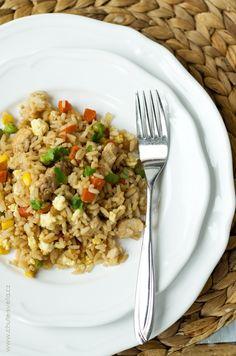 smažená rýže Fried Rice, Fries, Ethnic Recipes, Food, Per Diem, Meals, Yemek, Baked Rice, French Fries