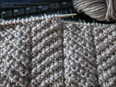 Knit - Purl Combinations: Herringbone Texture How to for any size Good stitch for men's scarves or cushion covers - Picmia Knitting Stiches, Easy Knitting, Loom Knitting, Knitting Patterns Free, Crochet Stitches, Stitch Patterns, Crochet Patterns, Mens Scarf Knitting Pattern, Gilet Crochet