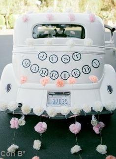 Ideal decoración para coche en boda  http://conbdeboda.blogspot.com.es/2013/04/transporte-nupcial.html