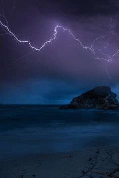 Thunderbolt on the island by GeorgosTsamakdas
