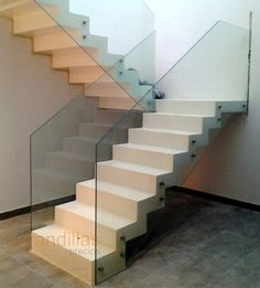 Modern Railing, Modern Stairs, Railing Design, Staircase Design, Indian House Plans, Escalier Design, Flooring For Stairs, Glass Stairs, Floating Staircase