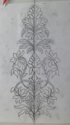 """Se puede bordar doble para hacer camino de mesa """"This post was discovered by Sha"""" Border Embroidery Designs, Indian Embroidery, Paper Embroidery, Hand Embroidery Patterns, Beaded Embroidery, Embroidery Stitches, Machine Embroidery, Rosen Tattoos, Motif Floral"""