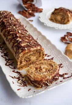 Honey Pecan Roll Cake Recipe with illustrated detailed directions. Delicious and simple honey pecan roll. Cake Roll Recipes, Dessert Recipes, Pecan Recipes, Baking Recipes, Just Desserts, Delicious Desserts, Italian Desserts, Jelly Roll Cake, Pecan Rolls