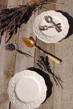 ... Decorative Plates, Tables, Home Decor, Dinner Plates, Homemade Home Decor, Mesas, Decoration Home, Table, Home Decoration