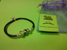 € 3,00 - Bracciale nero in caucciù con pietre verdi. turtlebijoux@gmail.com