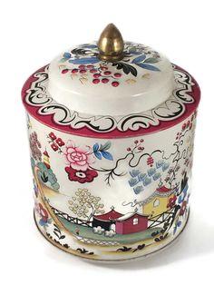 "Beautiful Murray-Allen vintage tin box.  ""Kiang"" Made in England."