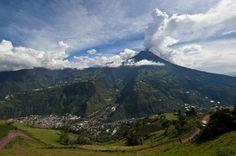Vista da cidade de Baños, no sopé do vulcão Tungurahua