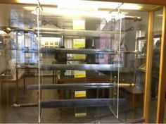 Mittelalterliches Kriminalmuseum, o museu da tortura na cidade medieval de Rothenburg ob der Tauber, Baviera, Alemanha. Espadas usadas pelos carrascos.