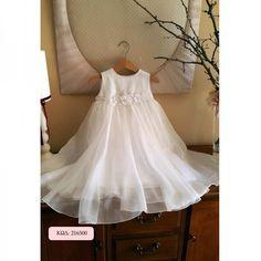 Βαπτιστικό φόρεμα από 100% λινό κορσάζ σε ασημί απόχρωση και φούστα μουσελίνα, διακοσμημένο με κεντημένο μοτίφ. Κωδικός Προϊόντος: ΡΚ.15 Catholic Wedding Dresses, Formal Dresses For Weddings, Toddler Dress, Baby Dress, Catholic Christening, Baptism Outfit, Baby Couture, White Floral Dress, Wedding Sets