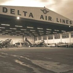 Delta Plane, Delta Flight, Vintage Air, Vintage Travel, Airline Schedules, Atlanta Airport, Aircraft Maintenance, Time Warp, Commercial Aircraft