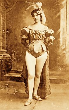 Kate Rockwell gained notoriety as Klondike Kate by dancing in vaudeville shows during the Klondike Gold Rush. The rebellious dancer was engaged more than 100 times and married at least three. Cowgirls, Ruée Vers L'or, Old West Photos, Saloon Girls, Pin Up, Into The West, The Lone Ranger, Shady Lady, Cowboys And Indians