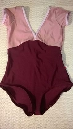 Yumiko Alicia in n-antique rose + n-burgundy, trim n-rose, cap sleeves