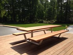 Cassecroute Table, 100% handmade in Belgium by Cassecroute. Design picnic table in wood and steel up to 4.2m. Up to 14m in aluminium! #design #picnictable #woodenTable