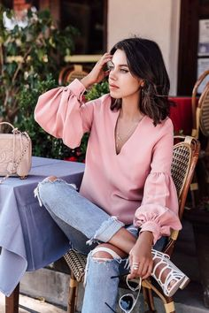 Pink shirt outfits, pink top outfit, jean outfits, casual outfits, pastel o Fashion Blogger Style, Fashion Week, Womens Fashion, Fashion Trends, Fashion Ideas, Luxury Fashion, Pink Top Outfit, Textiles Y Moda, Top Mode