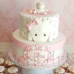 Sheep cake and cupcake. Torta Baby Shower, Pretty Cakes, Cute Cakes, Fondant Cakes, Cupcake Cakes, Christening Cake Girls, Sheep Cake, Lamb Cake, Baby Girl Cakes