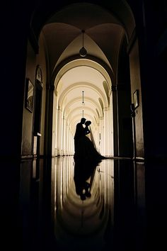 Beautiful wedding photo with an artistic touch, featuring the wedding couple in silhouette (via Awesome Photography - People and Portraits / shadow)