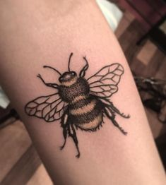 Baby Tattoos, Finger Tattoos, Cute Tattoos, Beautiful Tattoos, Body Art Tattoos, Girl Tattoos, Sleeve Tattoos, Bumble Bee Tattoo, Honey Bee Tattoo