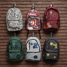 Potter Packs // Harry Potter Backpacks I got that griff one Mochila Harry Potter, Sac Harry Potter, Bijoux Harry Potter, Harry Potter Backpack, Estilo Harry Potter, Harry Potter Accessories, Harry Potter School, Harry Potter Merchandise, Harry Potter Room