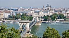 La capital de Hungría es una ciudad con un patrimonio muy rico y cientos de monumentos que recorrer, todo a orillas del maravilloso Danubio.