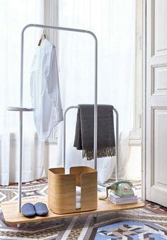 Wooden coat rack PLATEAU by Punt | #design NOTE Design Studio @puntmobles