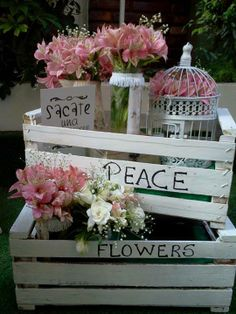 Mensajes en cajones Glow Party, Centre Pieces, Shabby Chic, Ideas Para, Wedding Planner, Backdrops, Projects To Try, Table Decorations, Flowers