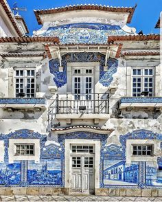 Azulejos mood ~ Aveiro, Portugal Photo: Congrats 💖 Founders: 🚩Have you ever visited this enchanting city? Cascais Portugal, Visit Portugal, Spain And Portugal, Road Trip Portugal, Portugal Travel, Portuguese Culture, Portuguese Tiles, Roadtrip, Travel Abroad