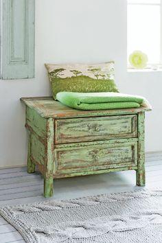 Ecco uno stile per la camera.. devo riuscire a trasformarla così: fresca, bianca, un po' shab  ariadne at Home - Sanoma Media B.V.