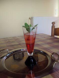 Λικέρ φράουλα μοχίτο Marmalade, Summer Desserts, Wine Decanter, Liquor, Food To Make, Barware, Alcoholic Drinks, Stuffed Peppers, Homemade