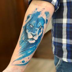 Cicatrizes #lion #blue #victoroctaviano #liontattoo | Artist: @victoroctaviano