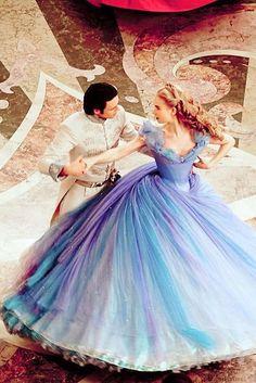 Cinderela Disney (Lilly James) vestido baile