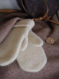 Myke og varme votter – Ingrid Tunheim Slippers, Slipper, Flip Flops, Sandal