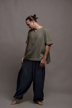 Mens Linen Outfits, Long Tunic Dress, Viking Dress, Linen Tshirts, Summer Shirts, Looks Cool, Korean Fashion, Lounge Wear, Menswear