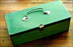 Small Metal Box ... I love this!!