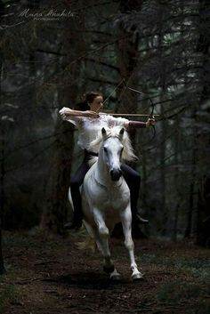 horse and archery Narnia, Character Inspiration, Character Design, Story Inspiration, Fashion Inspiration, Mounted Archery, Horse Riding, Beautiful Horses, Belle Photo