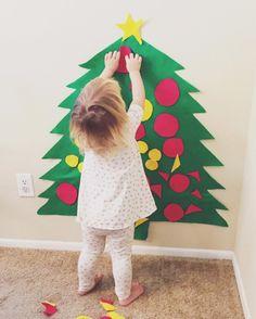 ein Weihnachtsbaum aus Filzstoff ist auch für Kleinkinder geeignet