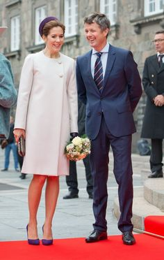 Crown Prince Frederik and Crown Princess Mary in high spirits outside the parliament building.