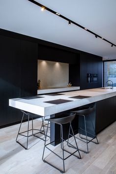 Kitchen by Foca - Residence FM in Belgium Best Kitchen Designs, Modern Kitchen Design, Interior Design Living Room, Black Kitchens, Cool Kitchens, Luxury Kitchens, Kitchen Living, New Kitchen, Kitchen Island Bench