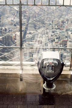 Kiss at the top of the Empire State Building